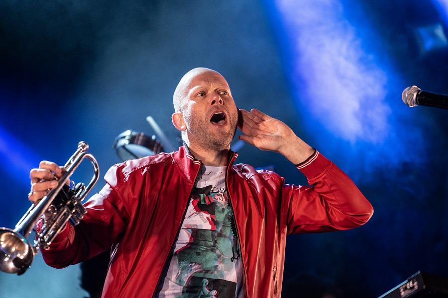 Dario G performing live