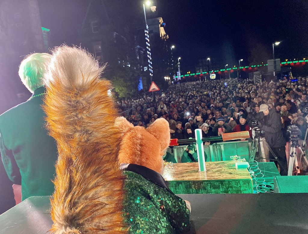 Basil Brush on stage