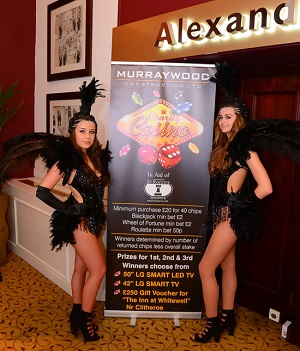 showgirls-photo-with-guests