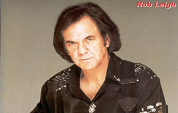Rob Leigh as Neil Diamond